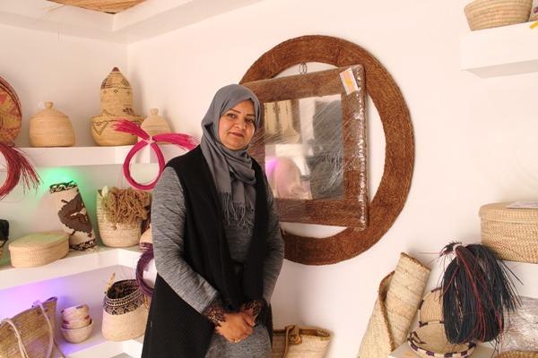 السيدة رقية بن كريمة في محلها بالخفجي