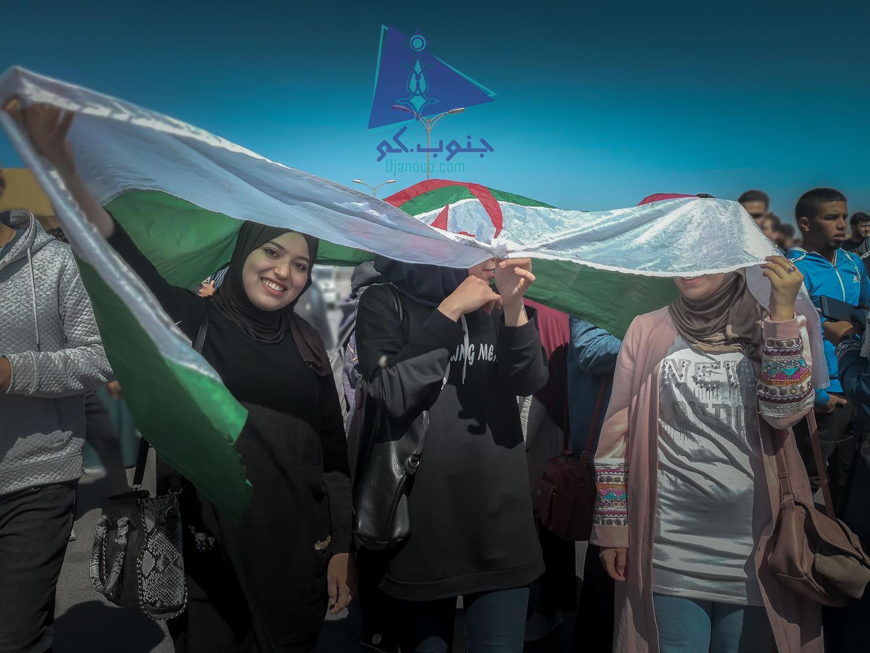 طالبات الجامعة في المسيرة