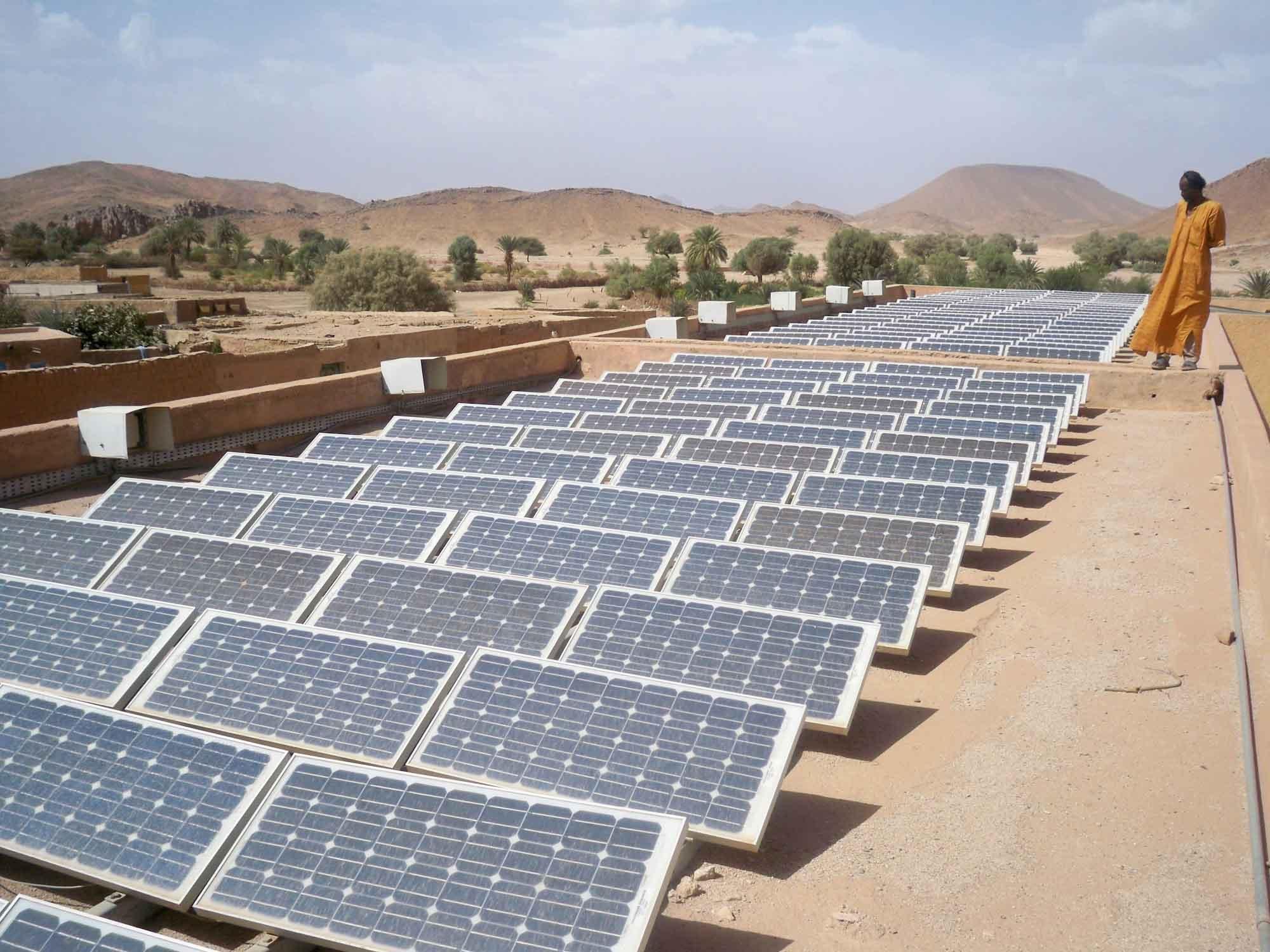 محطة للطاقة الشمسية بالصحراء الجزائرية جنوب.كم